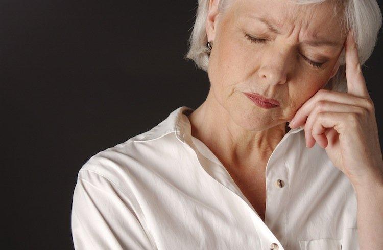 Приливы при климаксе: что это такое, симптомы, в чем ...